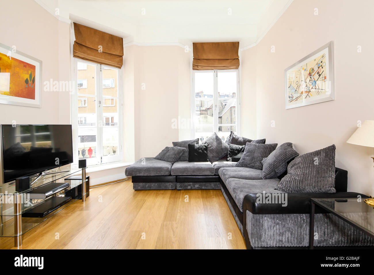 park house harrington road trendige moderne wohnzimmer mit grauen sofas und flachbild tv. Black Bedroom Furniture Sets. Home Design Ideas