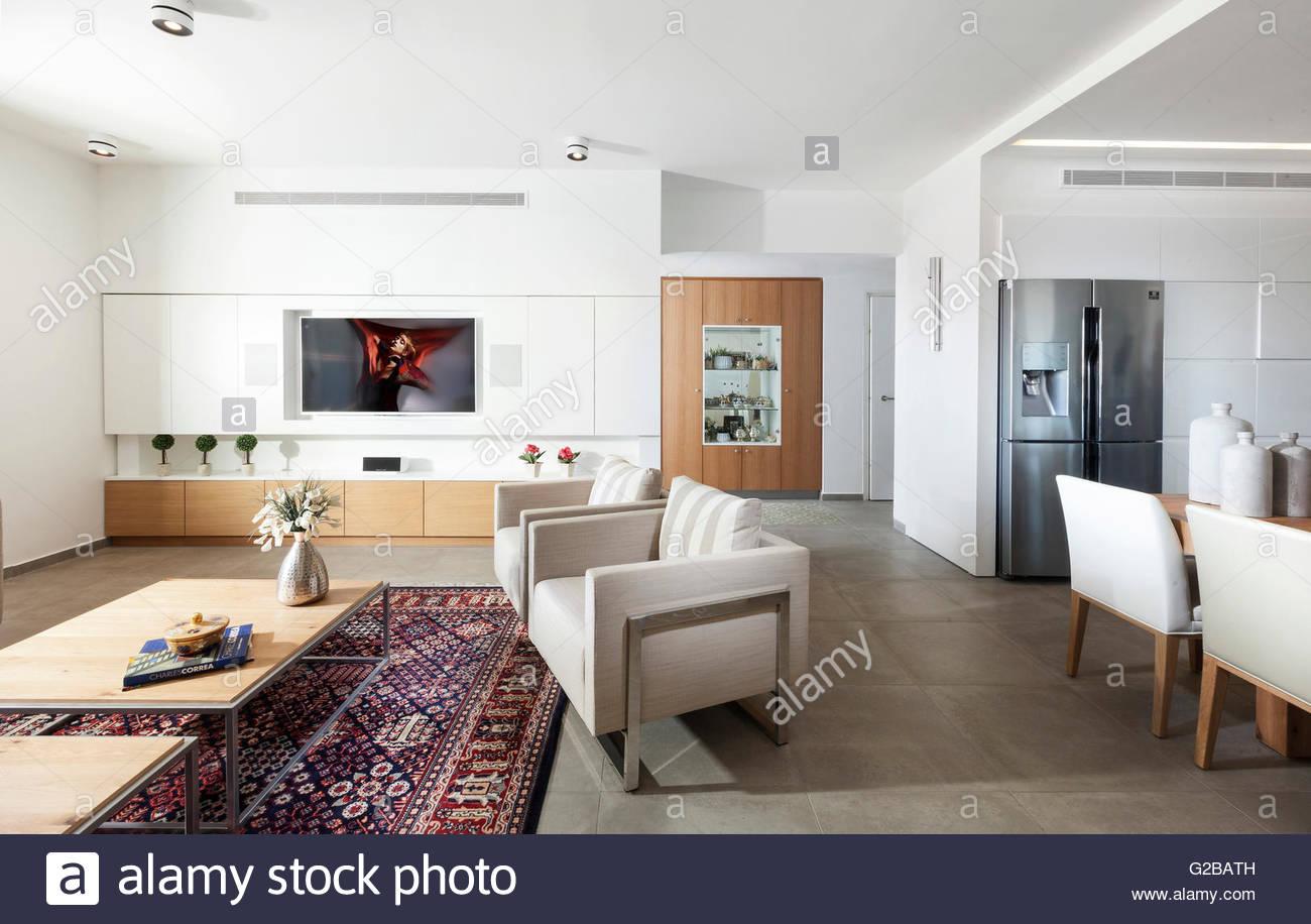 Modernes Apartment, Shoham von Adi Aronov. Offene Küche und ...