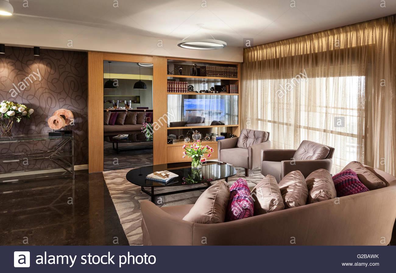 Hervorragend Jerusalem Moderne Wohnung Von Annette Formmer. Modernes Wohnzimmer Mit  Plüsch Möbel Und Böden Aus Marmor.