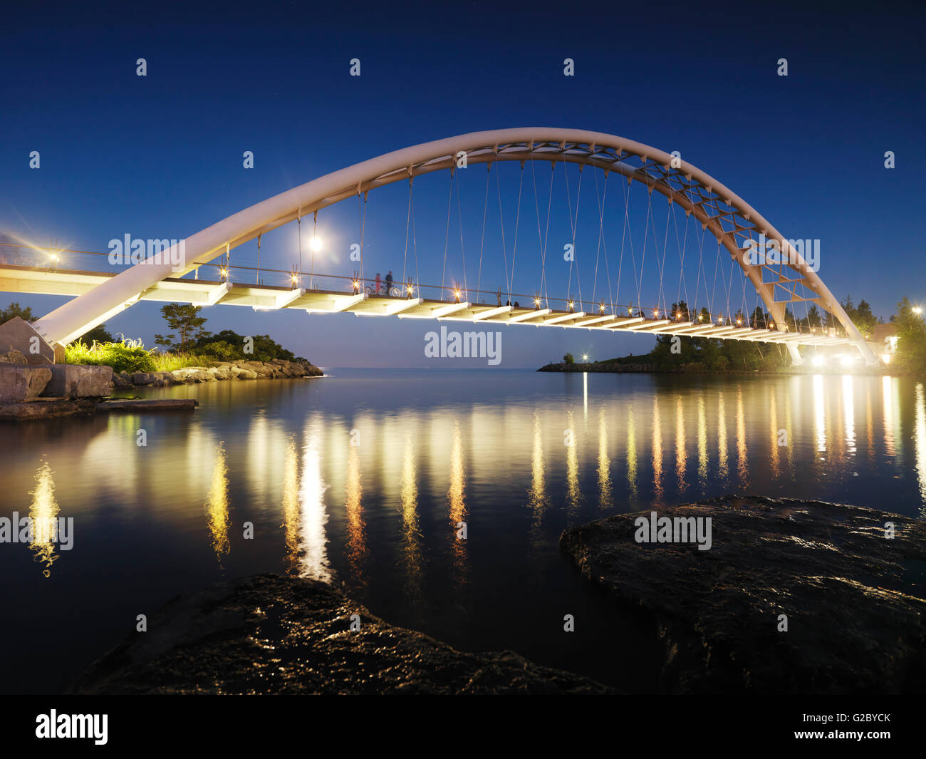 Humber River Arch Bridge bei Nacht, Toronto, Provinz Ontario, Kanada Stockfoto