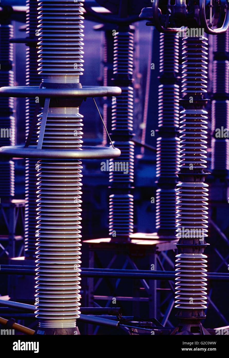 Abenddämmerung auf der elektrischen Übertragung Hof; Limerick Atomkraftwerk; Limerick; Pennsylvania; USA Stockbild