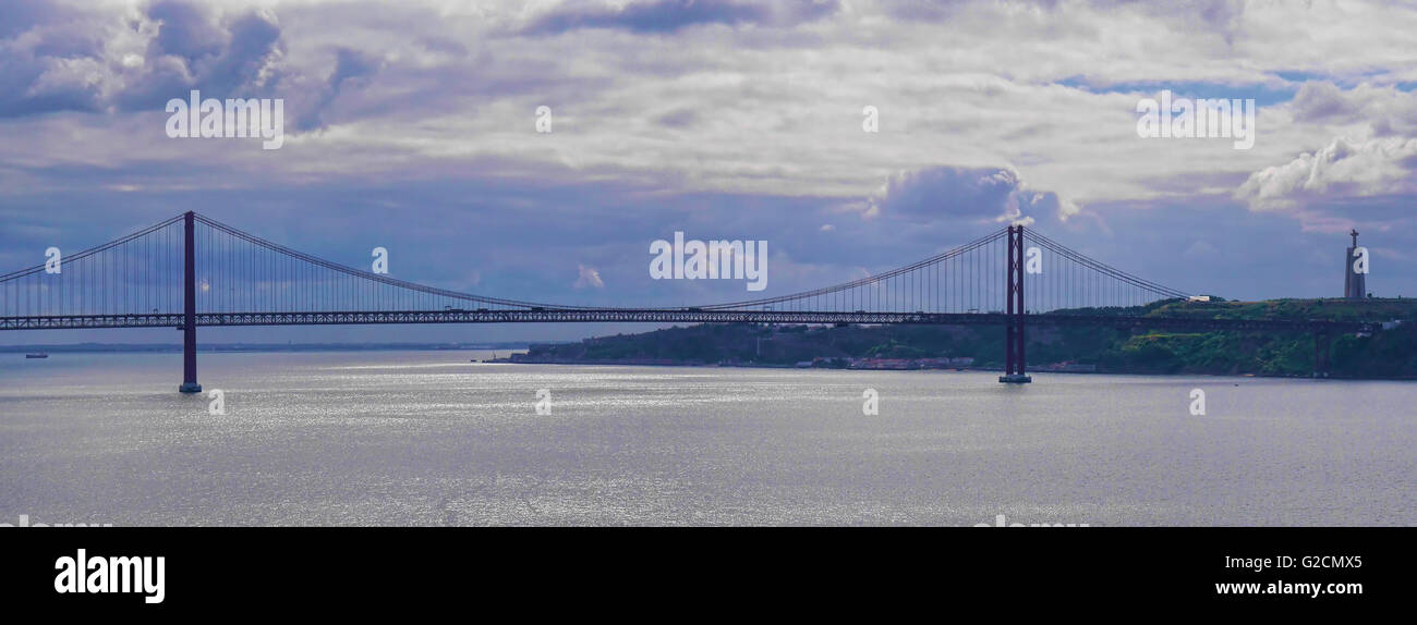 Panorama der Vasco Da Gama-Brücke über die Riner Tajo in Lissabon Portugal Stockbild