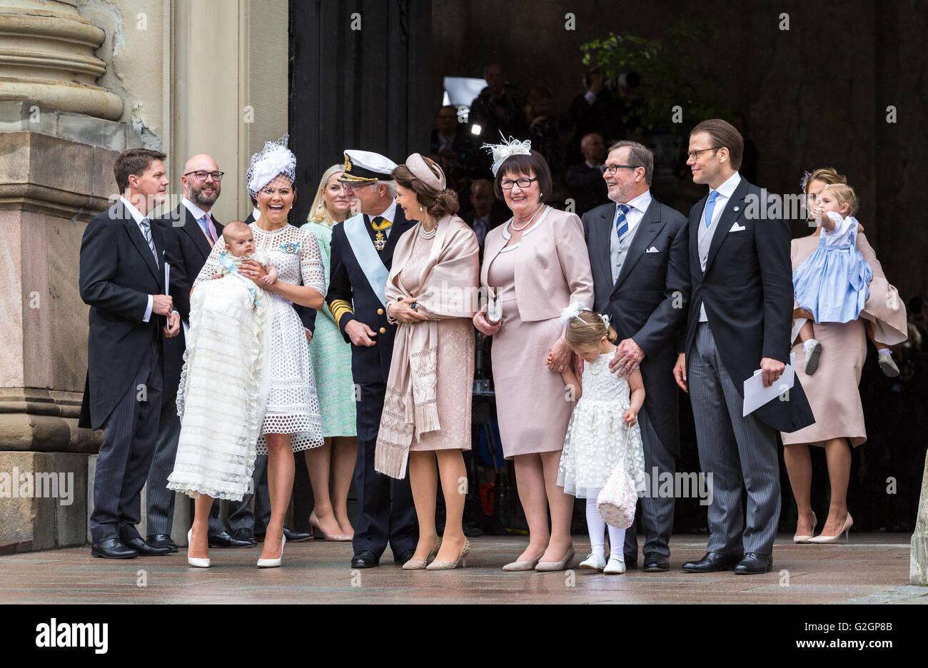 Baby-Prinz Oscar Schwedens Taufe - mit der Familie nach der Zeremonie Stockbild