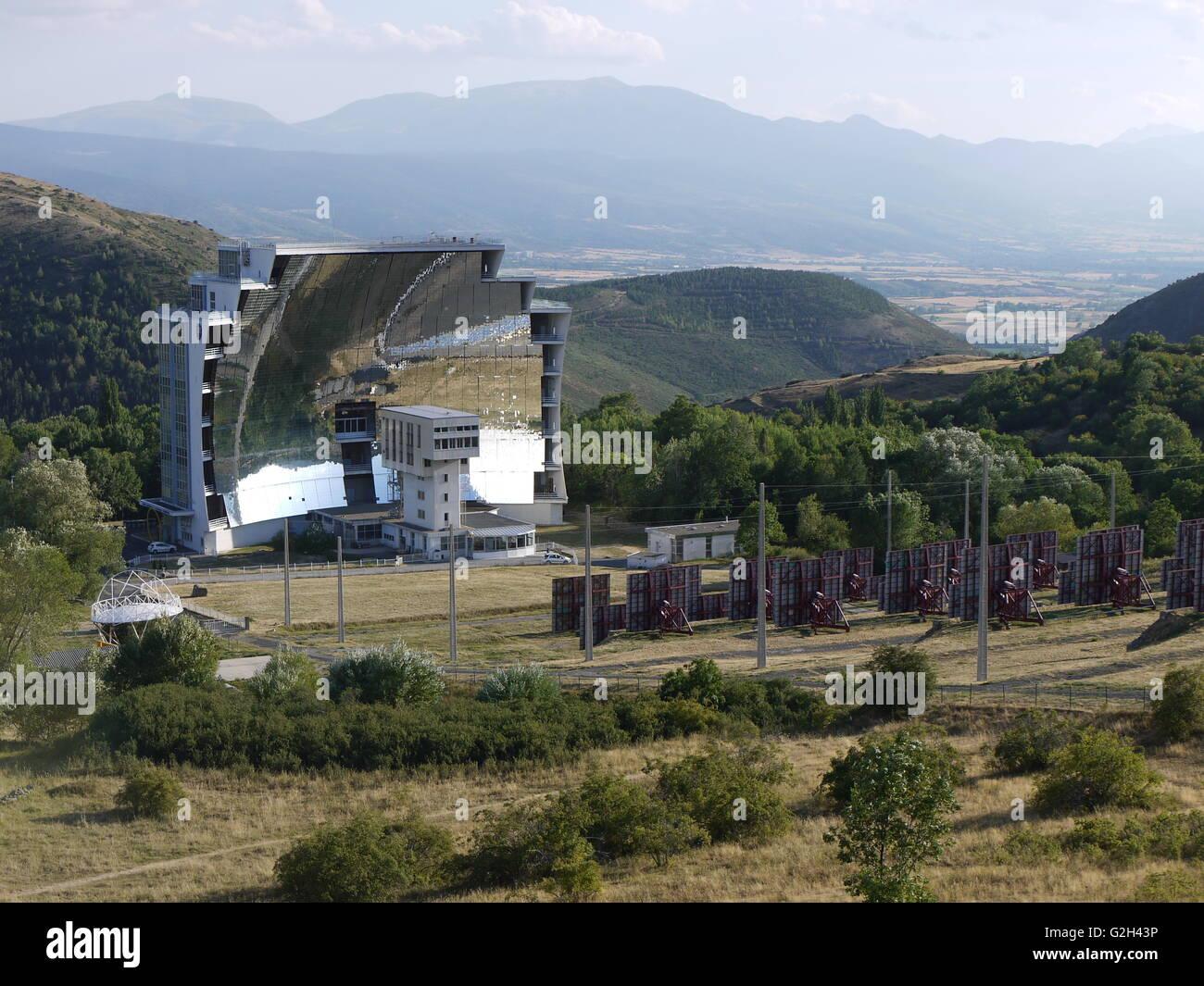 Solarstation von Odeillo, im Süden von Frankreich, produzieren Strom mit der Sonne Stockbild