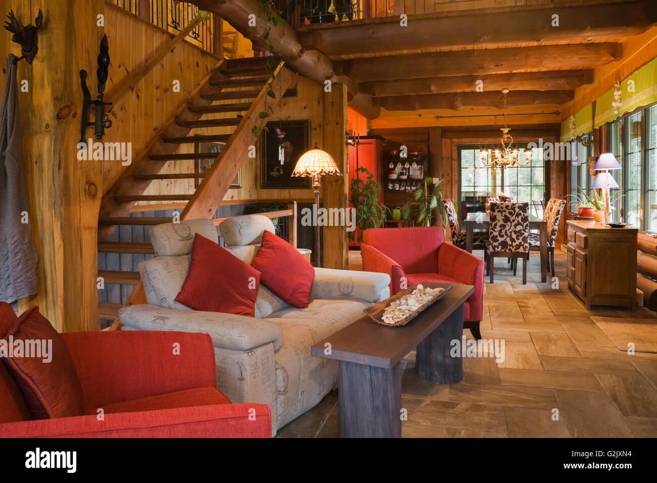 Beleuchteten Wohnzimmer Gepolstert Rot Sitzend Stühle Grau Sofa Plus  Anzeigen Esszimmer Tisch Stühle Im Hintergrund In Einer