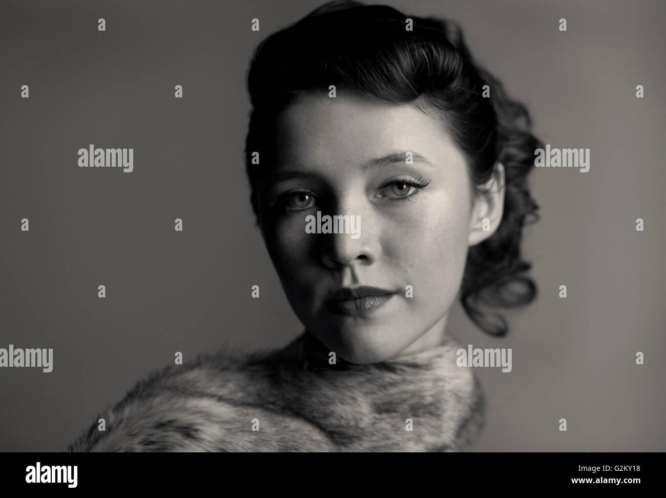 Porträt der anspruchsvolle junge Frau Stockbild