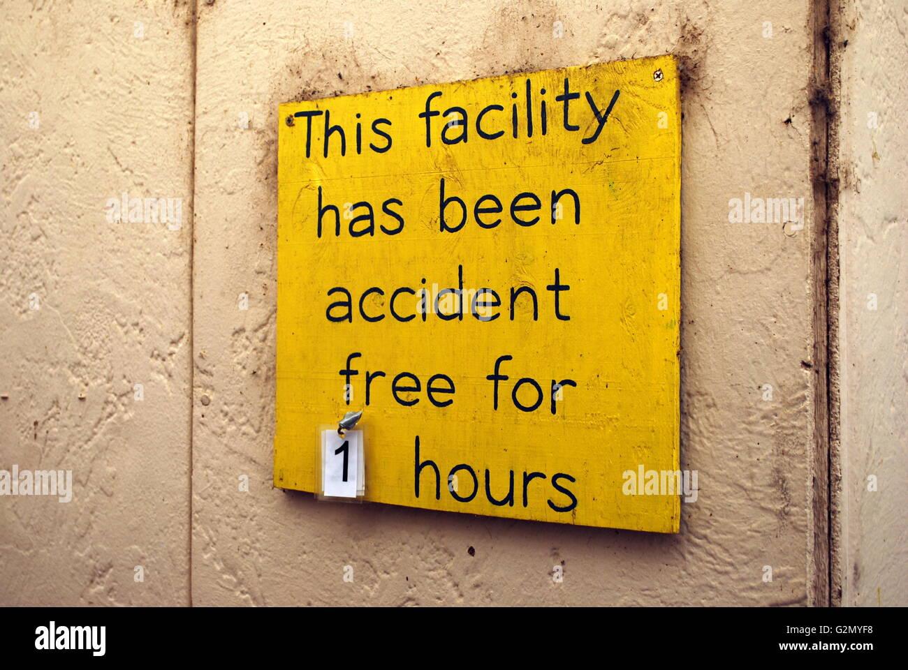 Ein Schild: \