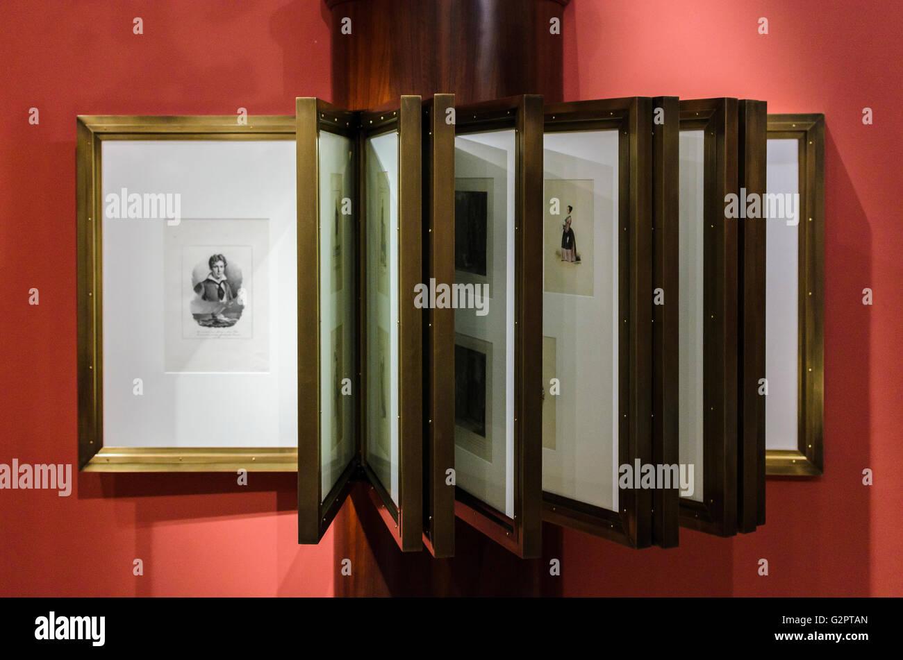 Madrid, Spanien, 2 St Juni 2016.  Drinnen sehen Sie mit Zeichnungen in der Romantik-Museum in Madrid, Spanien. Enrique Stockbild