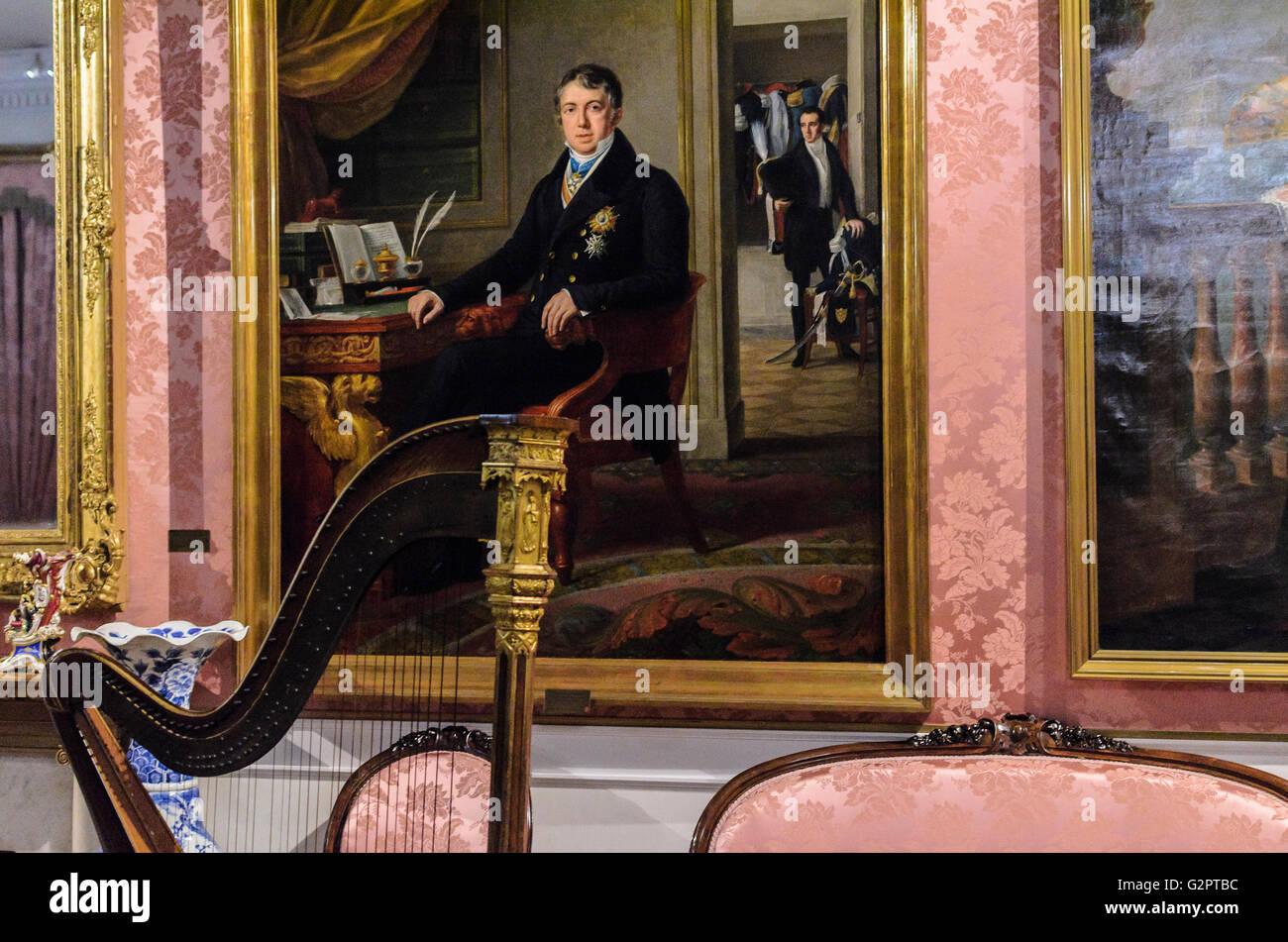 Madrid, Spanien, 2. Juni 2016.  Zeigen Sie im Innenbereich mit einer Harfe des Romantik-Museums in Madrid, Spanien Stockbild