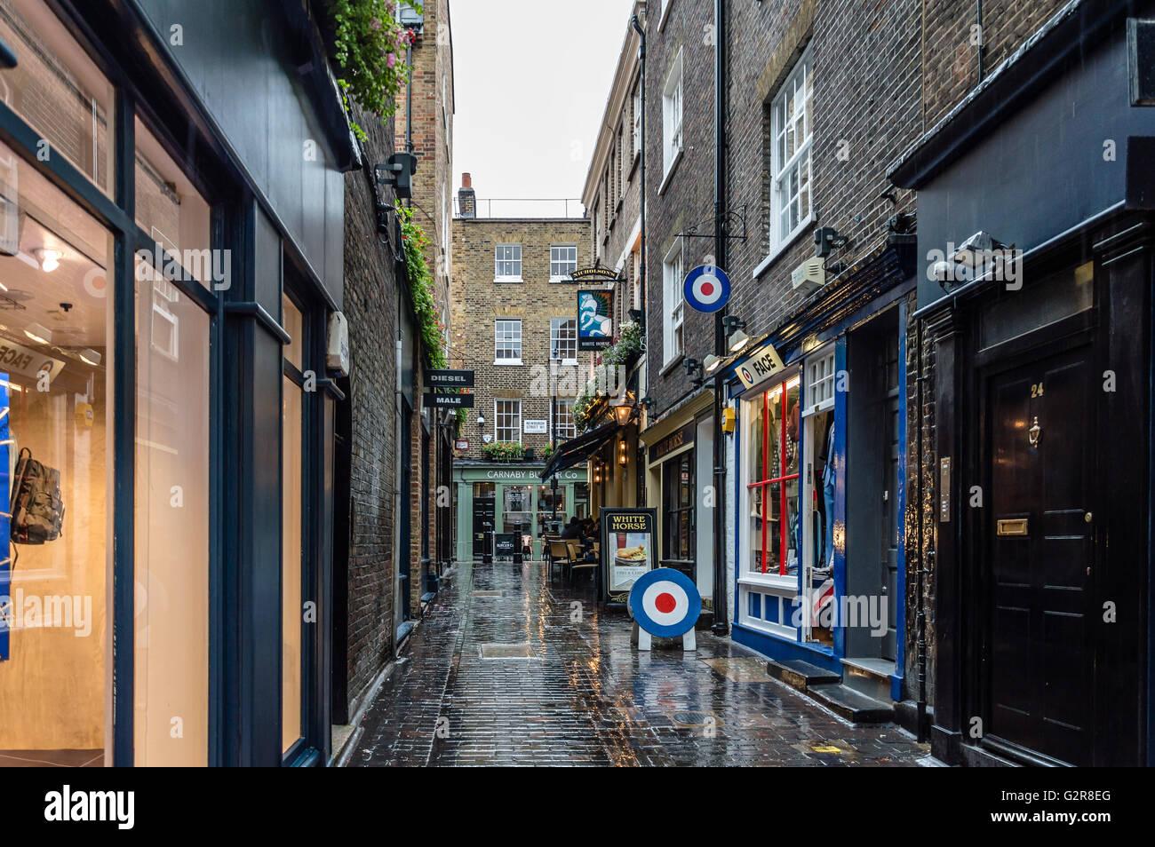 LONDON, UK - 24. August 2015: Blick auf die Carnaby Street. Carnaby Street ist eine Fußgängerzone Einkaufsstraße Stockbild