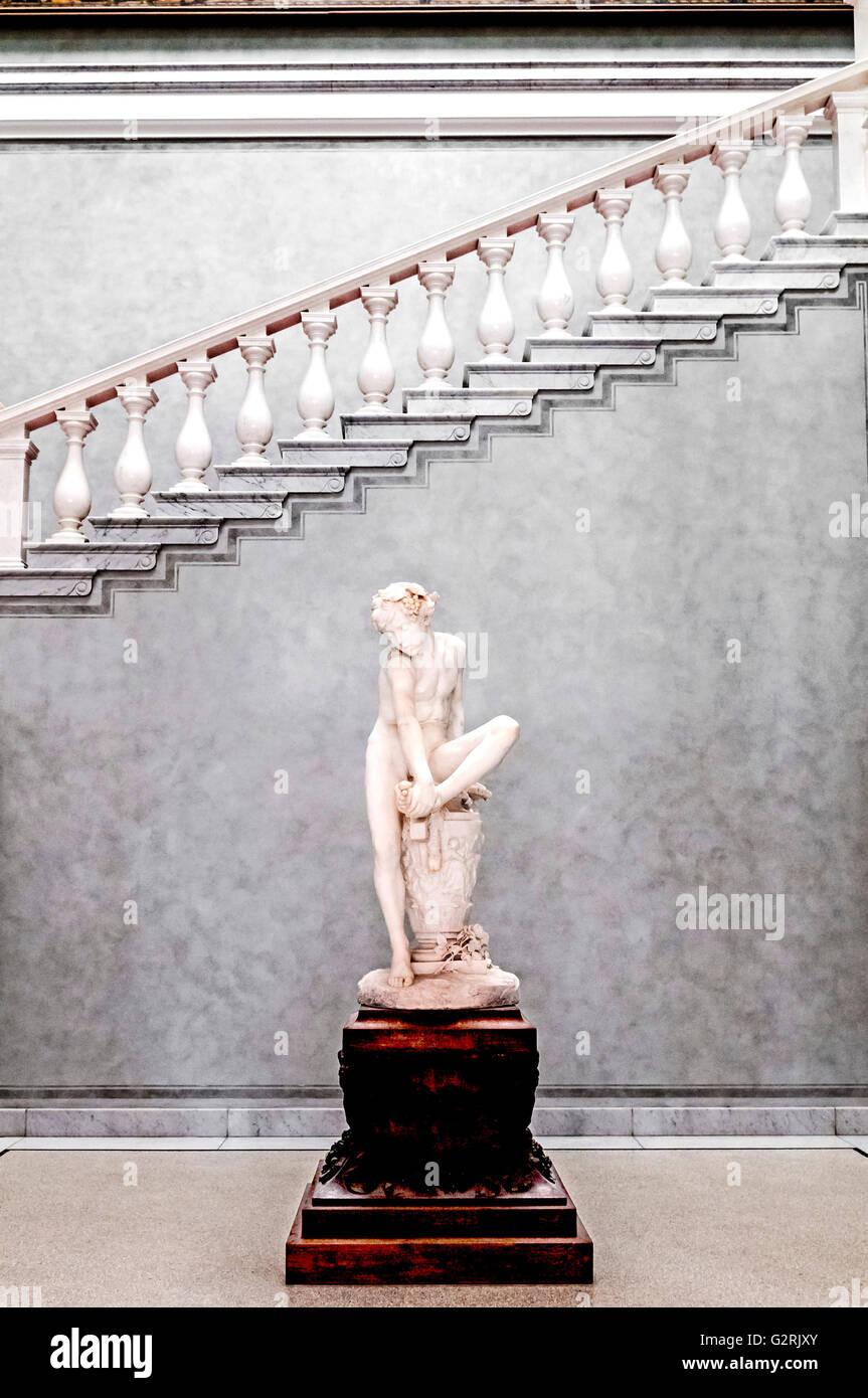 Museumsinsel Berlin, Alte Nationalgalerie, National Gallery; Statue Dornauszieher; Junge mit Dorn Stockbild