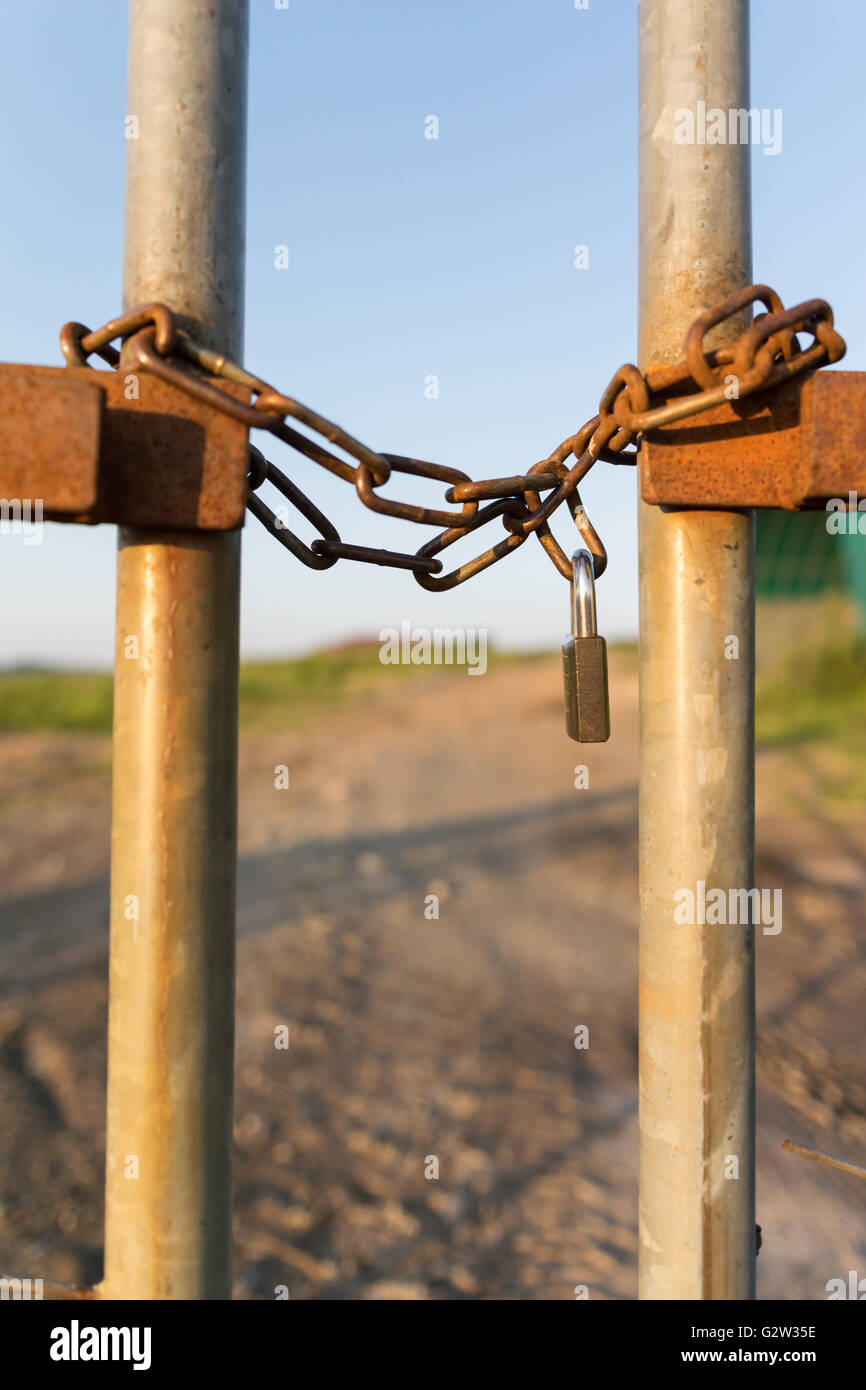 Zaun gesperrt vertikalen Kette Stockfoto, Bild: 105042826 - Alamy