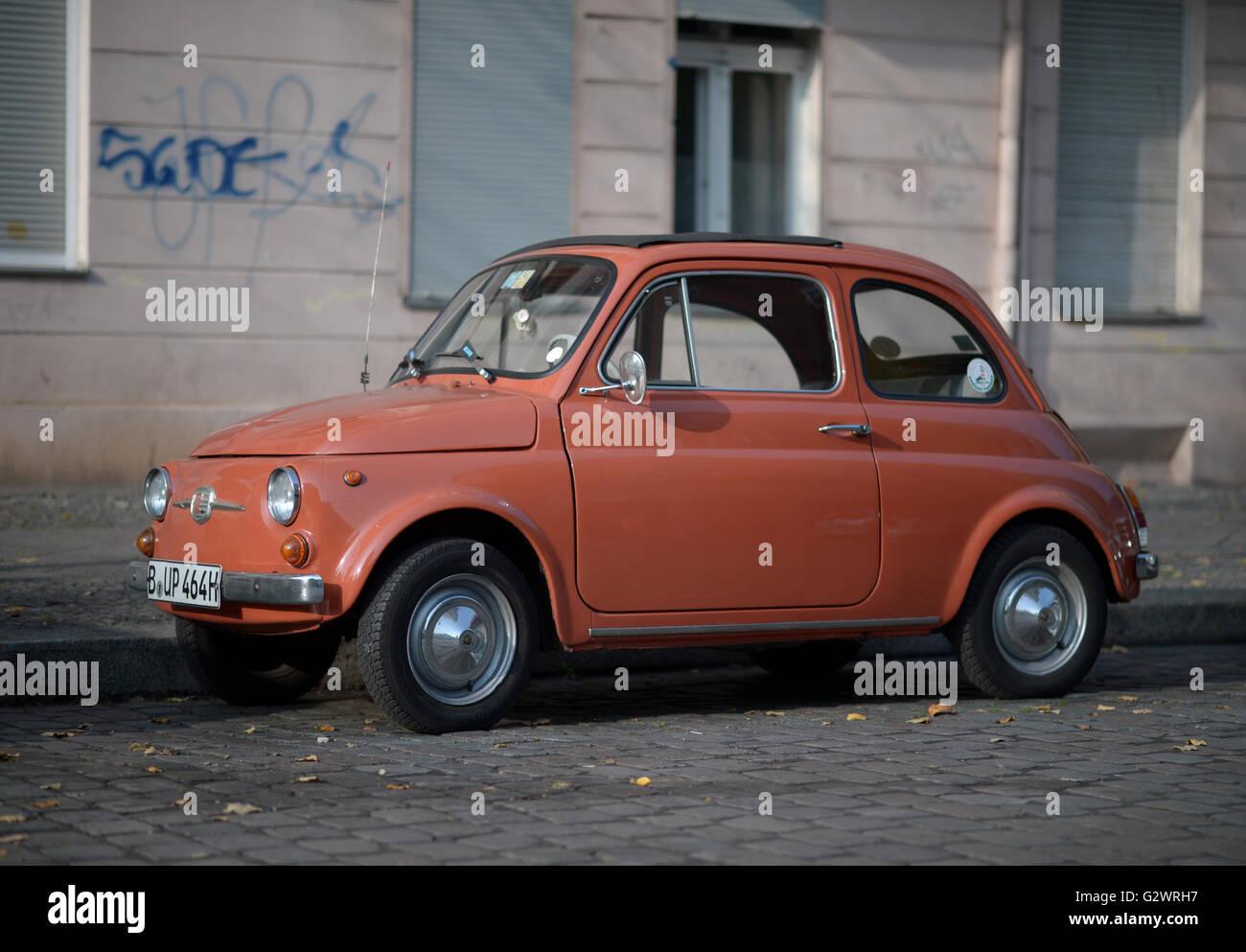 29.10.2015, Berlin, Berlin, Deutschland - roten Fiat 500 ...