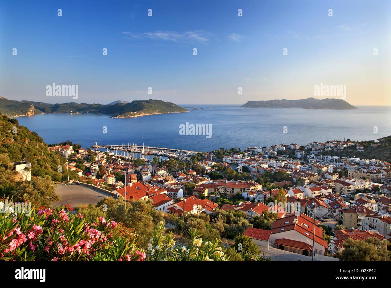 """Das malerische Städtchen Kas (antiker Name """"Antiphellos""""), Lykien, Provinz Antalya Türkei. Auf Stockbild"""