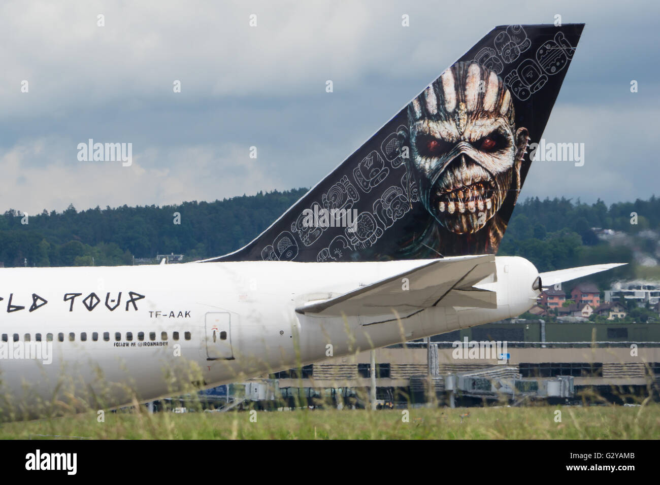 ed force one iron maiden boeing b747 428 in z rich schweiz stockfoto bild 105092635 alamy. Black Bedroom Furniture Sets. Home Design Ideas