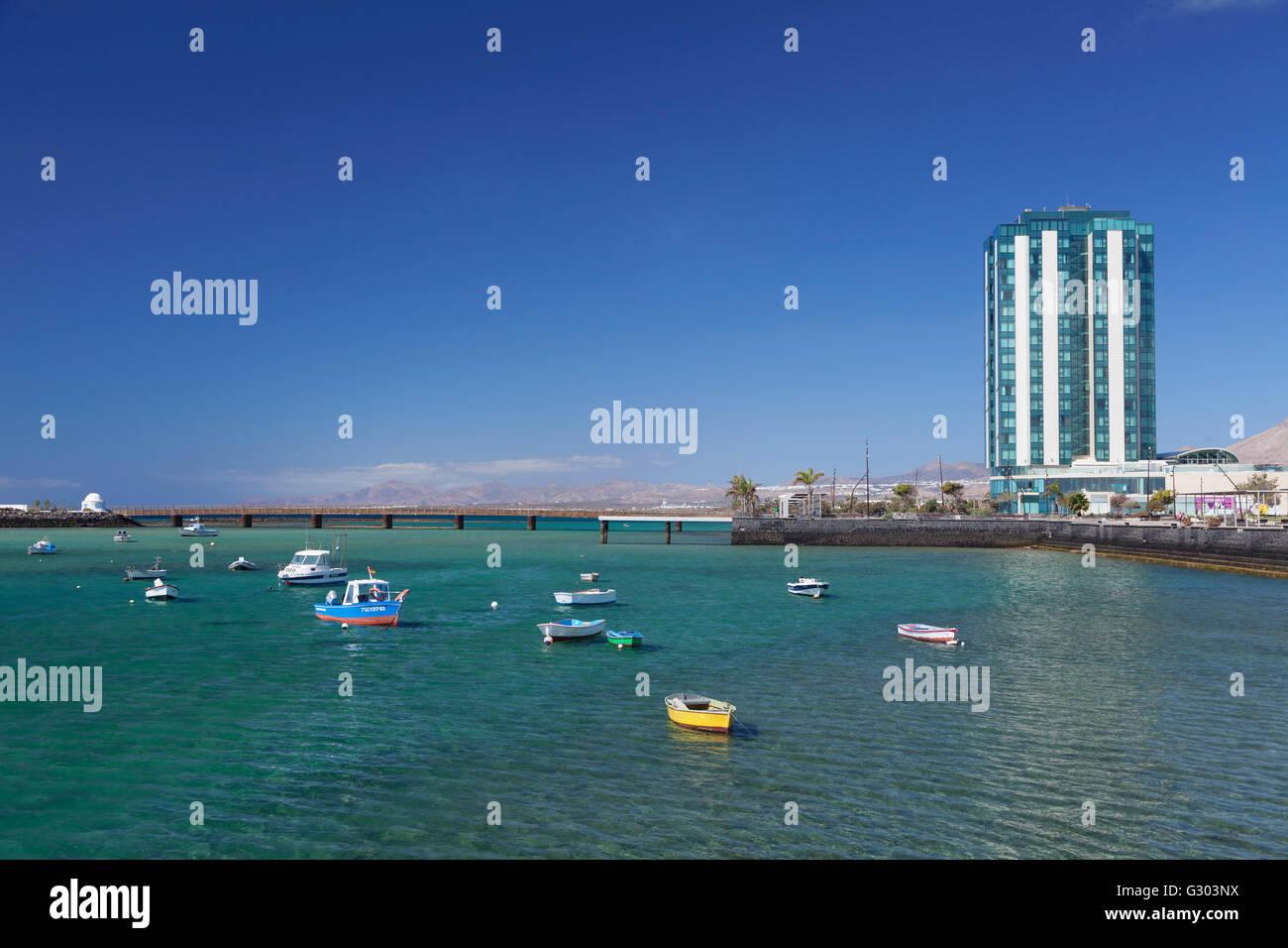 Angelboote/Fischerboote, Gran Hotel Arrecife, Lanzarote, Kanarische Inseln, Spanien Stockfoto
