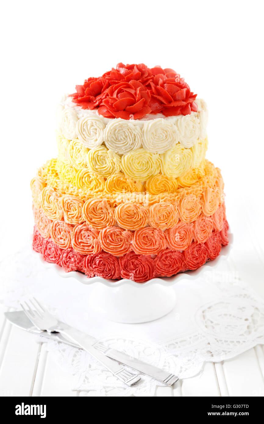 Hochzeitstorte Mit Buttercreme Rosen Stockfoto Bild 105112349 Alamy