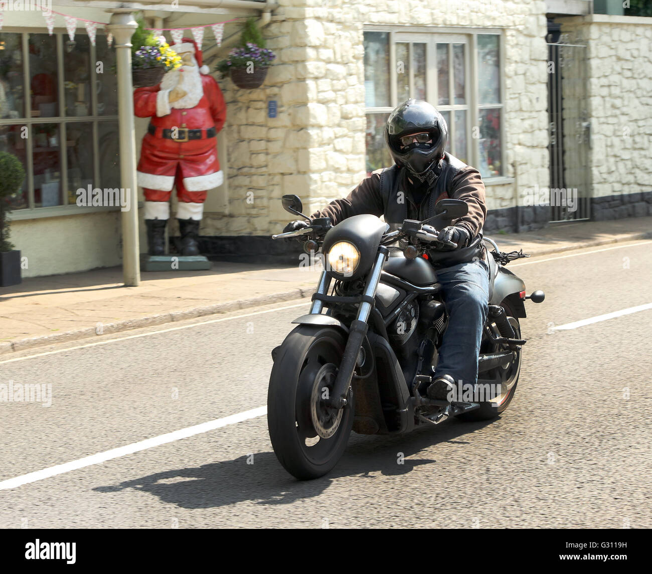 Auf motorrad mann fetter Ups, bist