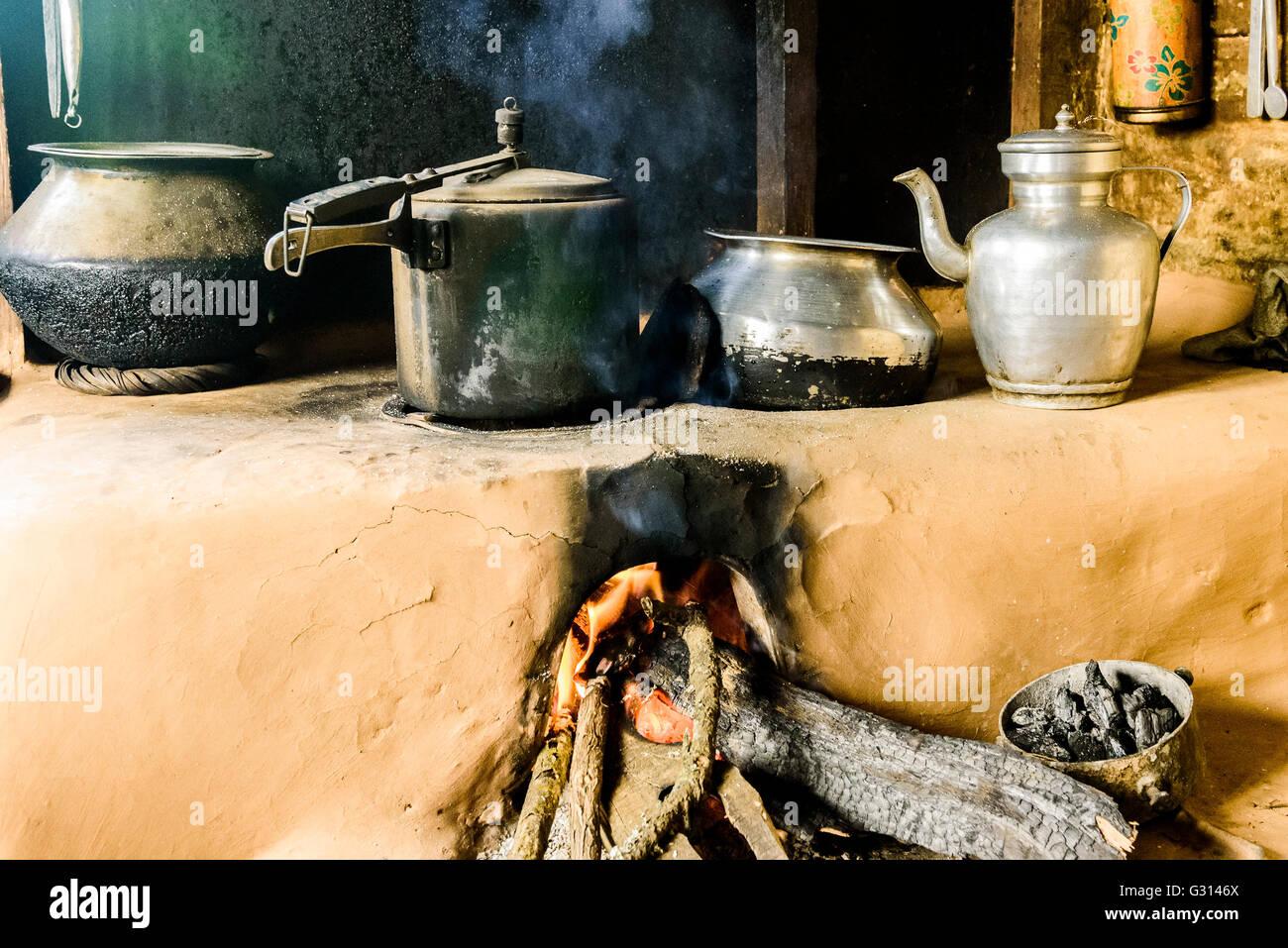 Typisch nepalesischen Dorf Küche Stockfoto, Bild: 105131458 - Alamy