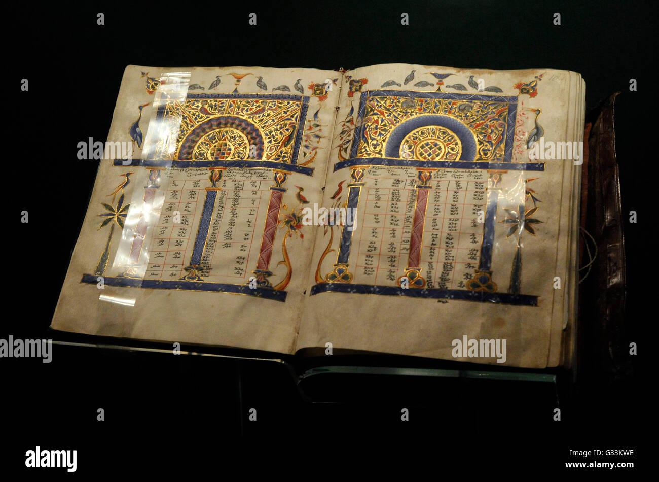 die vier evangelien. pergament, leder, holz, farben, gold, silber