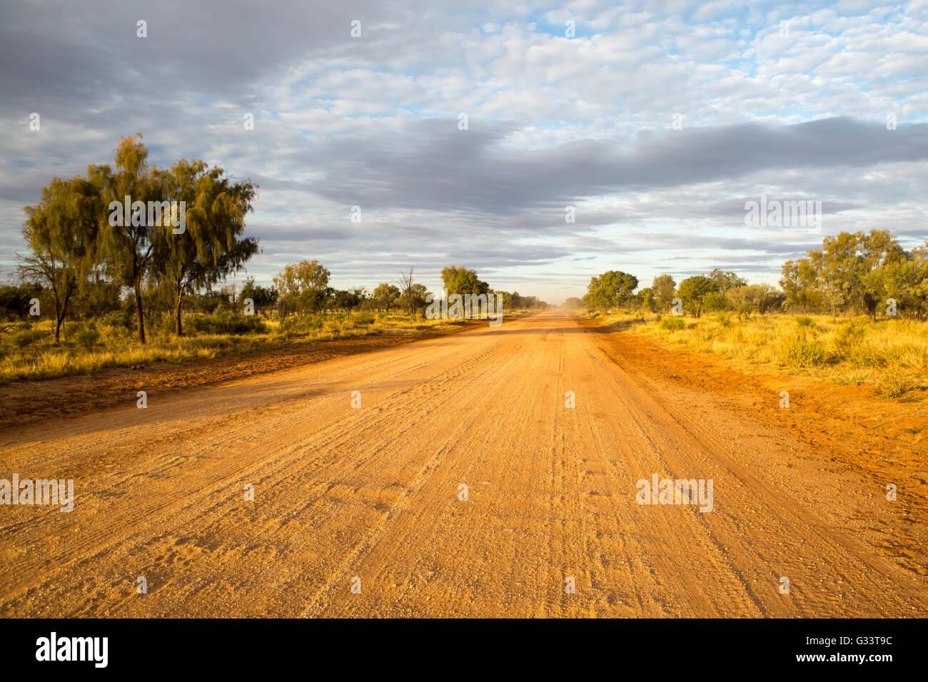 Viel Highway in der Nähe von Gemtree im Northern Territory, Australien Stockbild