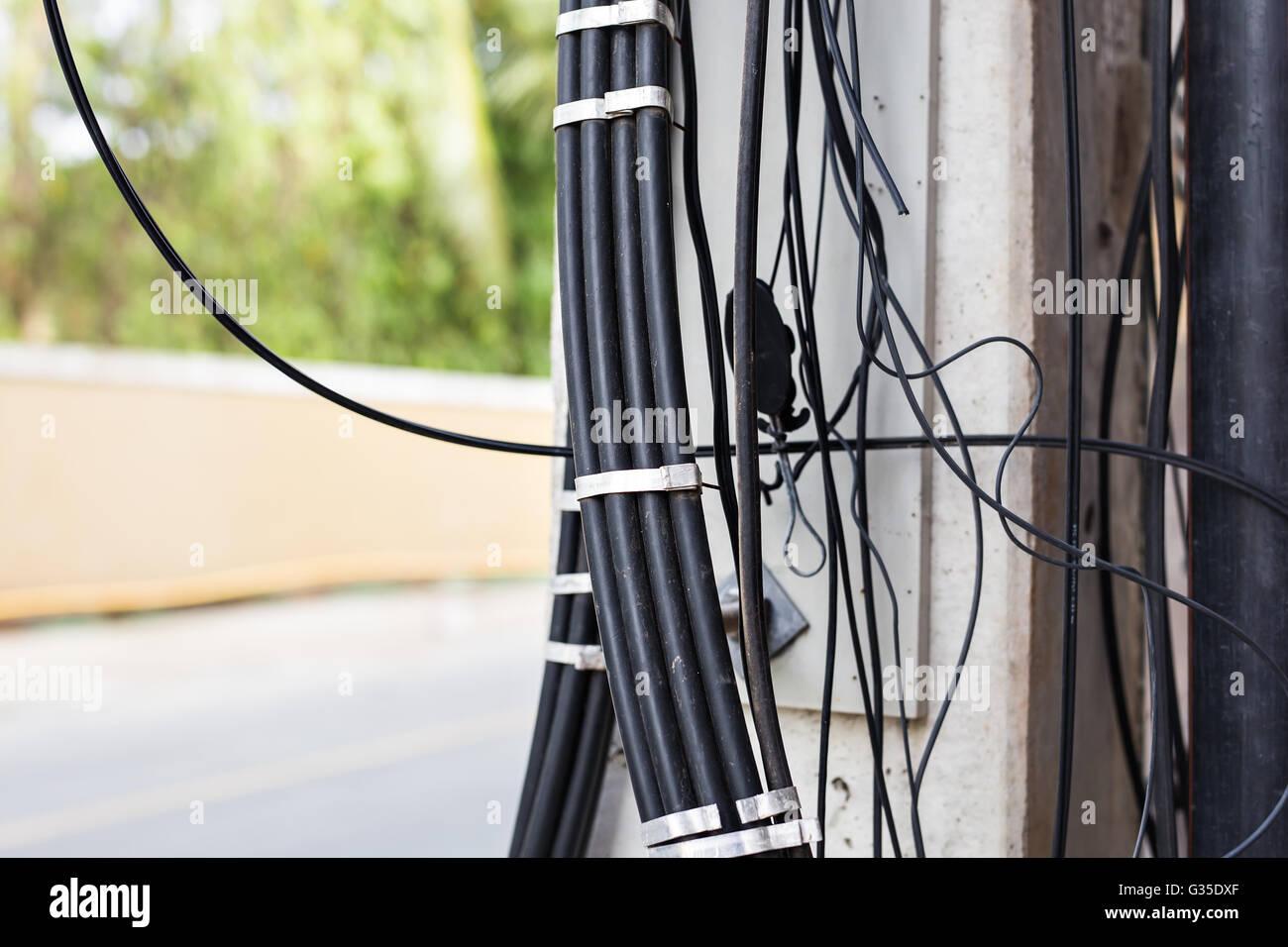 Atemberaubend Elektrische Kabel Im Freien Laufen Fotos - Elektrische ...