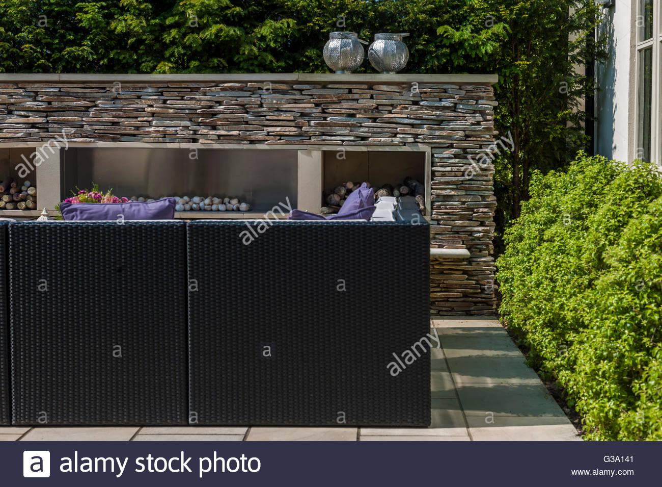 moderne zeitgenössische ummauerten Garten Stockbild