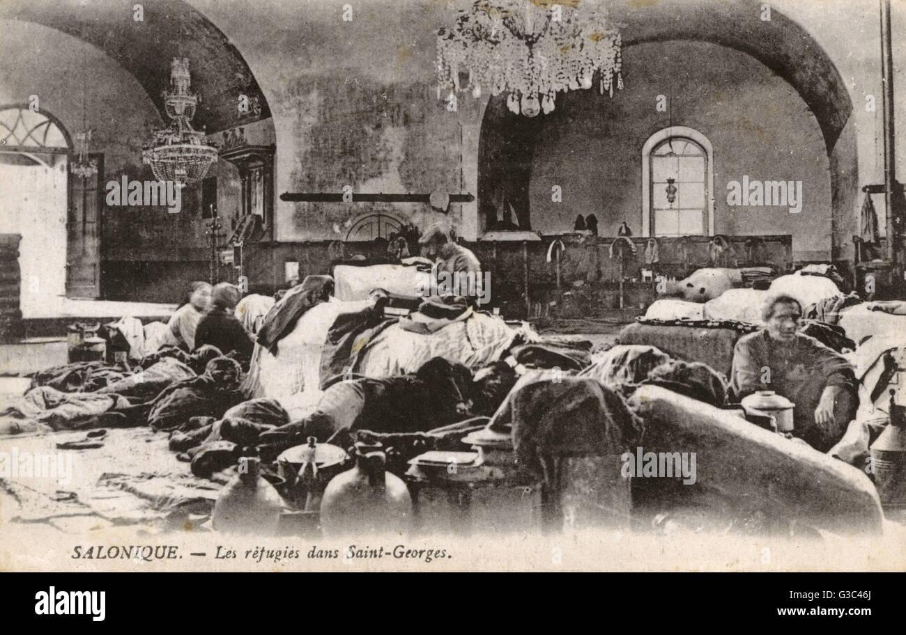 WW1 - Thessaloniki, Griechenland - serbische Flüchtlinge innerhalb der Kirche des Heiligen Georg (The Rotunda). Stockbild