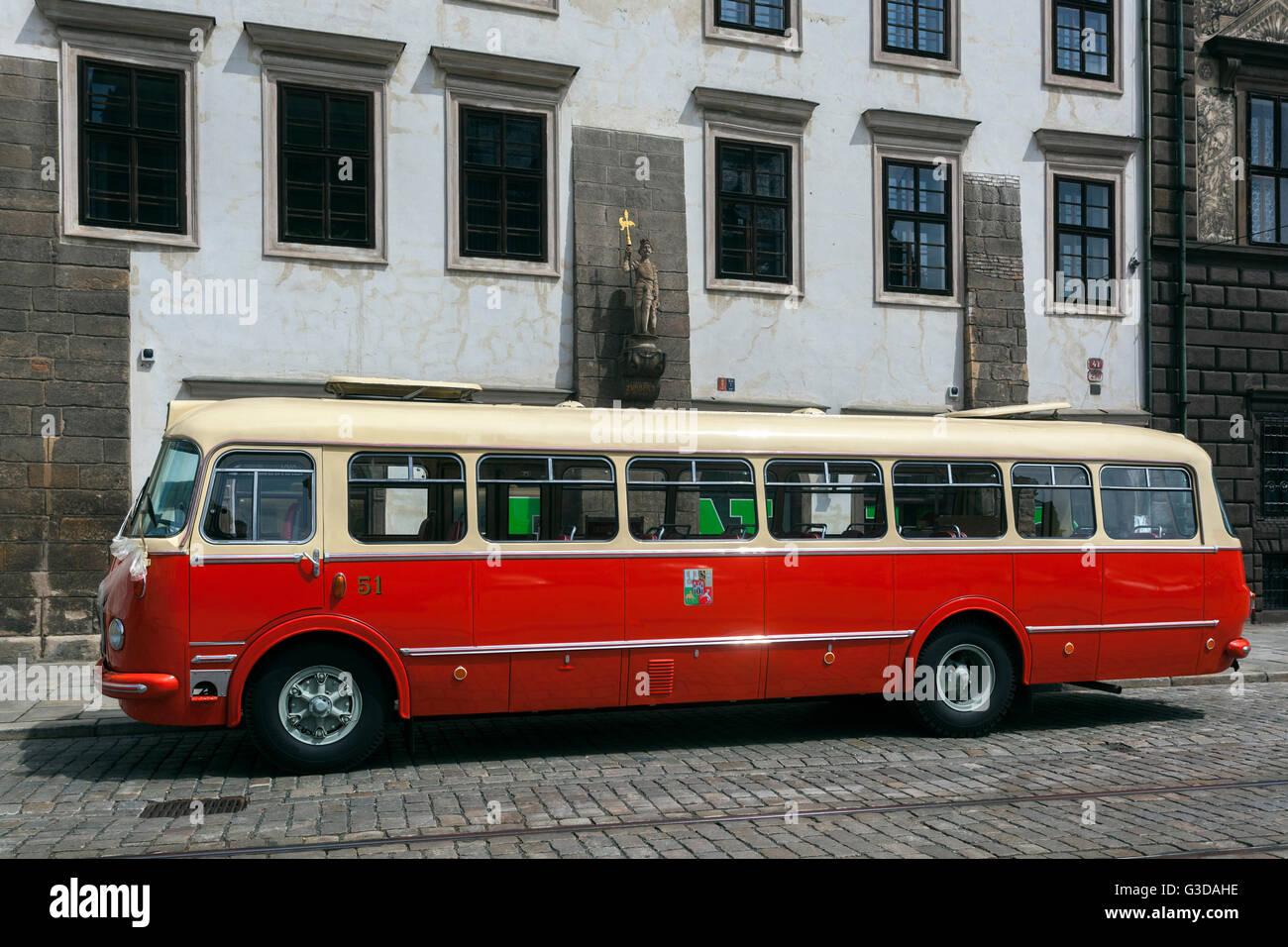 Historische tschechische Trainer, Veteran Typ Skoda 706 rto steht auf dem Platz der Republik, Plzen, Tschechische Stockbild