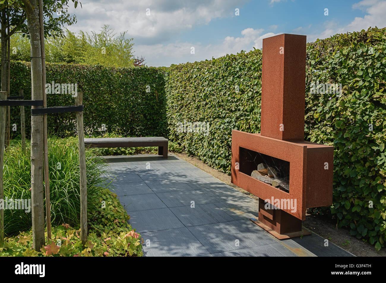Modern Garden Design Stockfotos & Modern Garden Design Bilder - Alamy