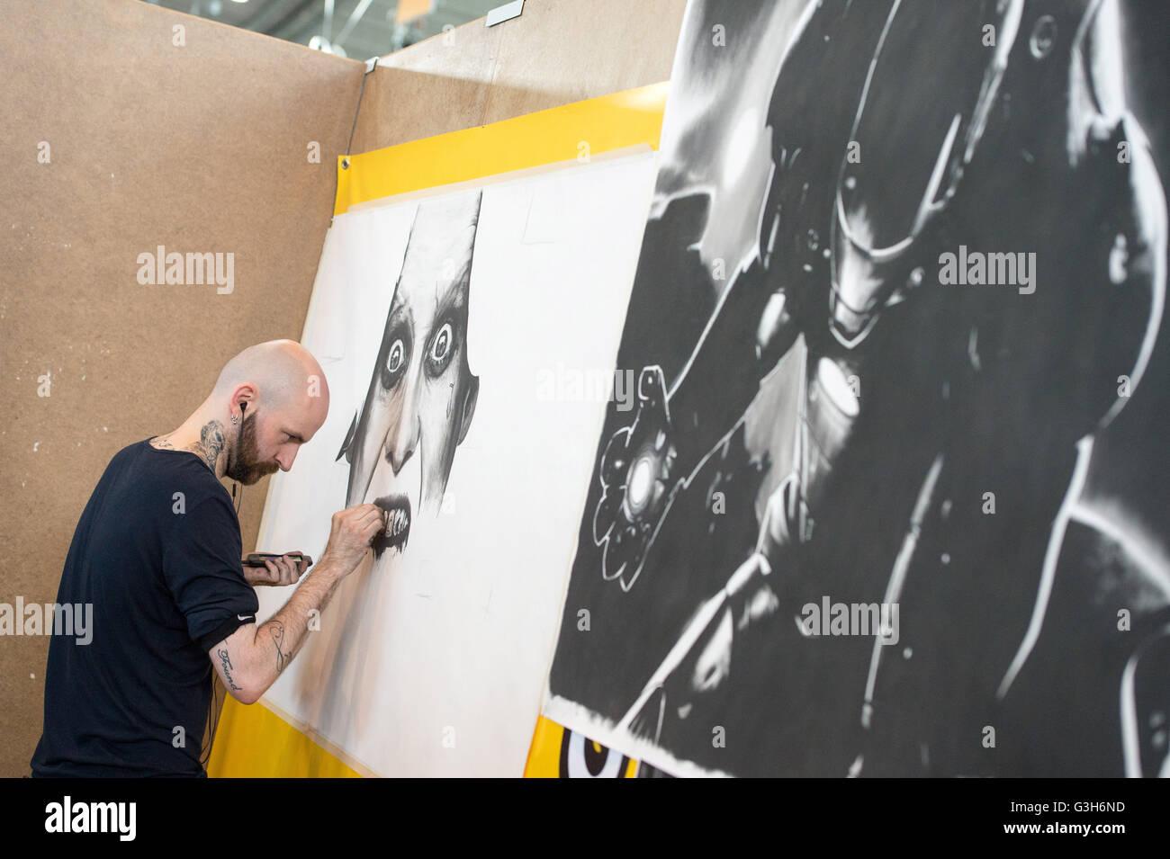 Künstler Stuttgart stuttgart deutschland 25 juni 2016 künstler arbeiten auf