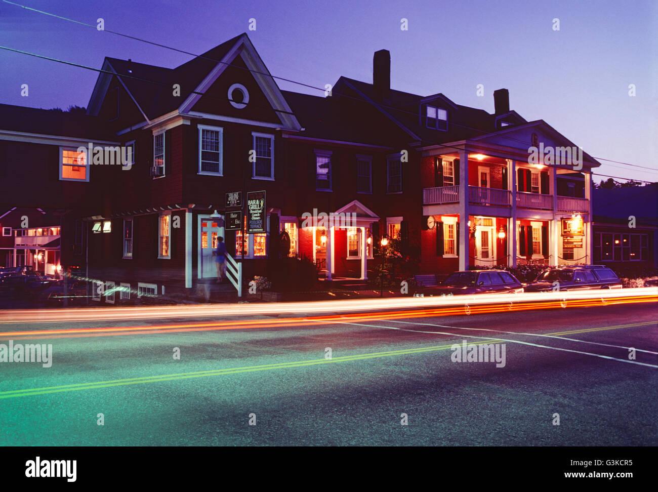 Abenddämmerung auf historischen (ca. 1833) berühmten Green Mountain Inn; Stowe; Vermont; USA Stockbild