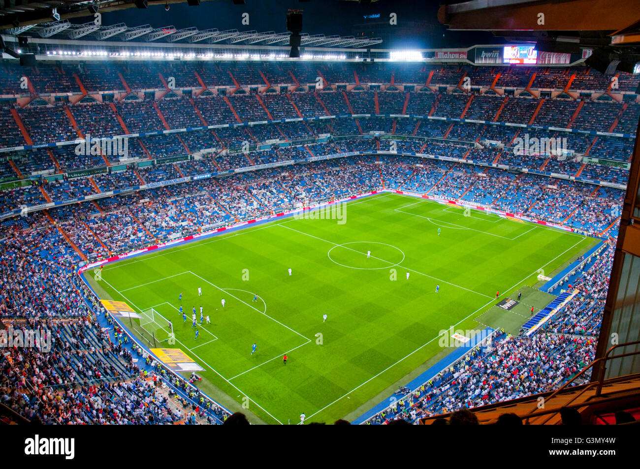 Spiel Real Madrid gegen Getafe, Santiago-Bernabéu-Stadion. Nachtansicht. Madrid, Spanien. Stockbild
