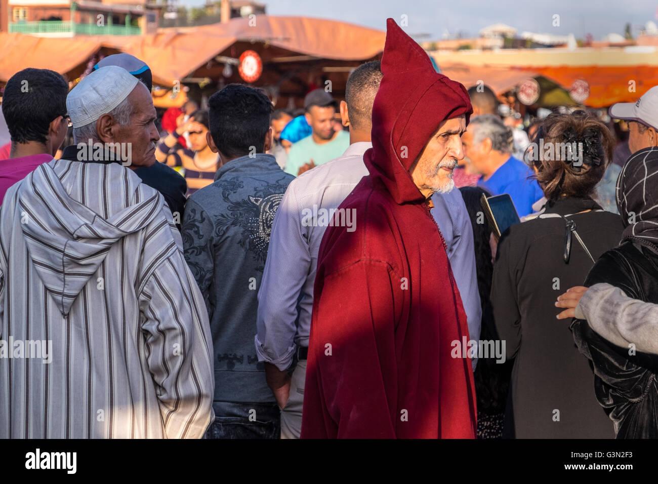 Traditionell gekleidete Marokkaner, Marrakech/Marrakesch, Marokko Stockbild