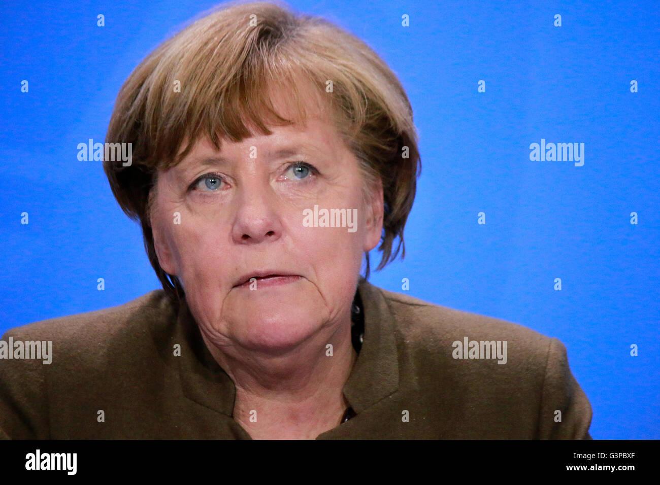 BKin Angela Merkel - Pressekonferenz Nach Treffen der dt. Bundeskanzlerin Mit Den Ministerpraesidenten der Bundeslaender Stockbild