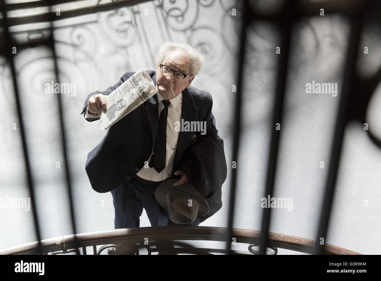 Der Staat Gegen Fritz Bauer The Menschen vs. Fritz Bauer Year: 2015 Deutschland Regie: Lars Kraume Burghart Klaußner Stockbild