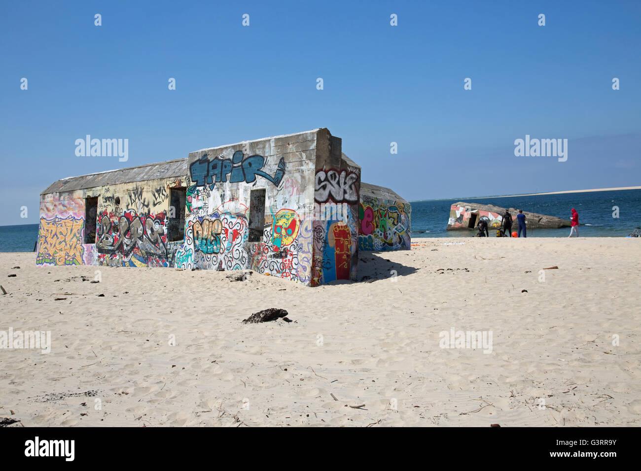 Küsten Befestigungsanlagen in Graffiti Düne von Pyla Südfrankreich abgedeckt Stockfoto