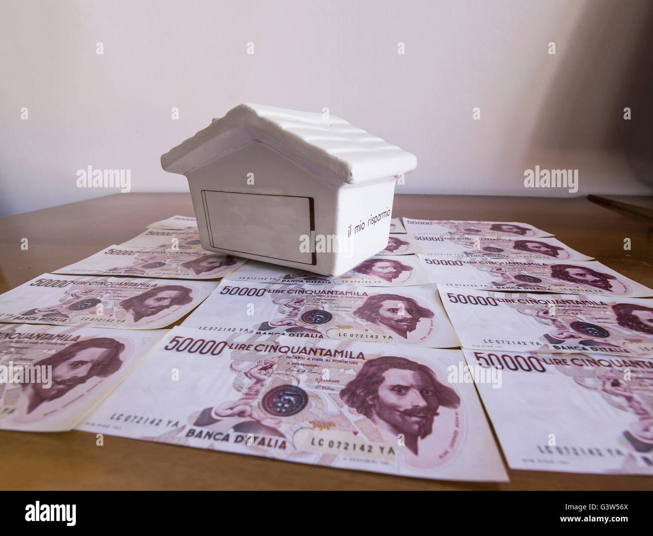 Bank, Geld, Haus; Stockbild
