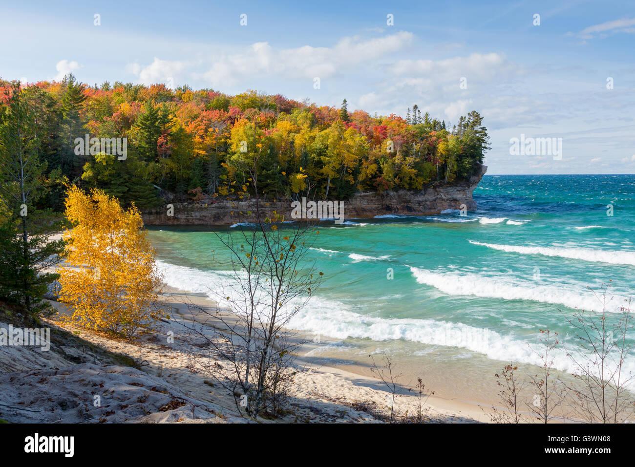 Herbst Farben Rahmen Kapelle Strand von dargestellter Felsen ...