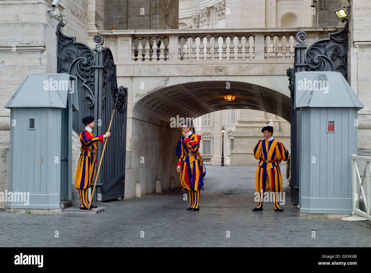 Ändern die Wachen im Vatikan Mai 2016 Stockbild