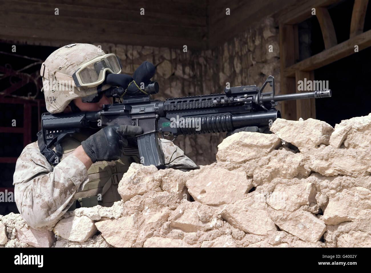 US-Marine die Sicherheit im Rahmen einer Präsenz-Patrouille in Haditha, Irak. Stockbild