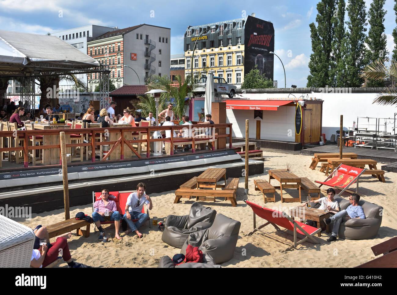beach bar pub cafe restaurant piraten in der n he von east side gallery abschnitt der deutschen. Black Bedroom Furniture Sets. Home Design Ideas