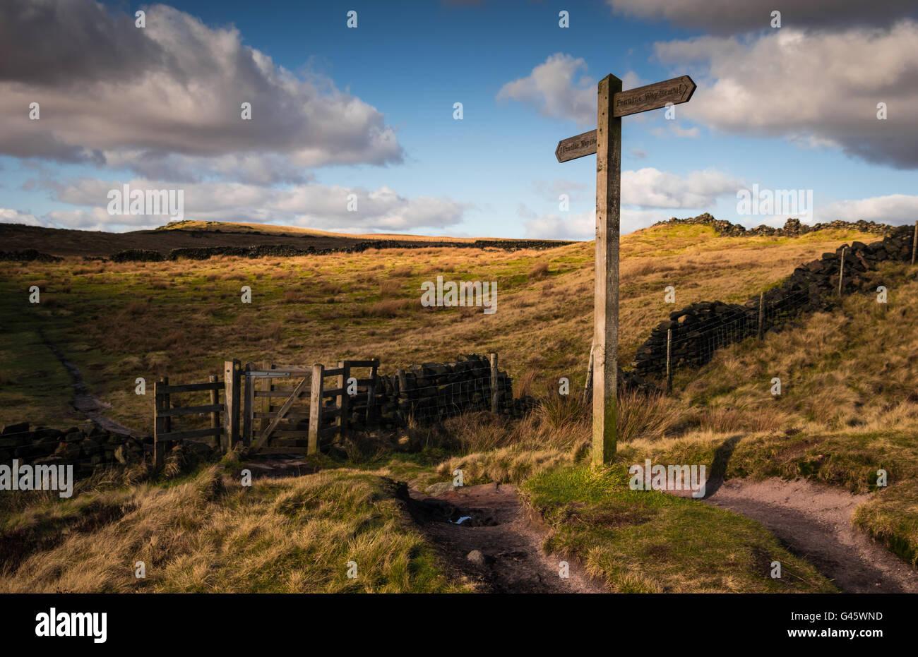 Richtung Post, Finger Post, Pennine Way, Marsden Moor, tonnelle Saddleworth, UK Stockbild