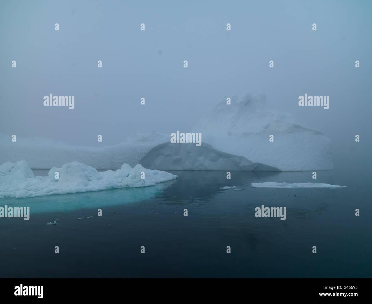 Riesige Eisberge sind auf dem arktischen Ozean in Ilulissat Ice Fjord, Grönland Stockbild