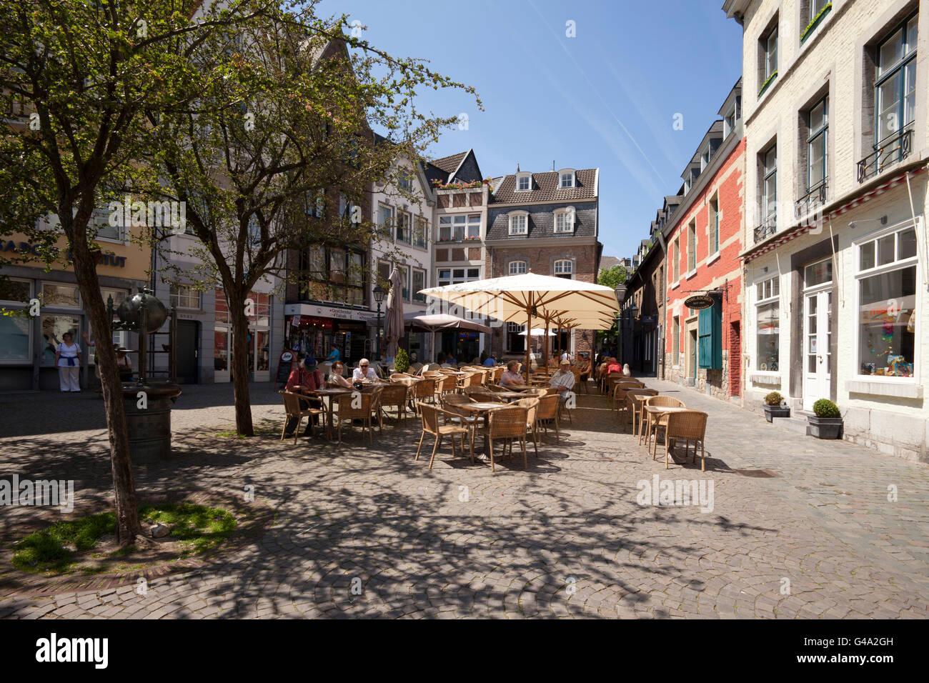 shops and outdoor cafes stockfotos shops and outdoor cafes bilder seite 6 alamy. Black Bedroom Furniture Sets. Home Design Ideas