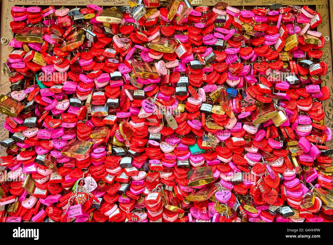 Lave, Vorhängeschlösser, Juliet House, Romeo und Julia, Verona, Venetien, Italien Stockbild