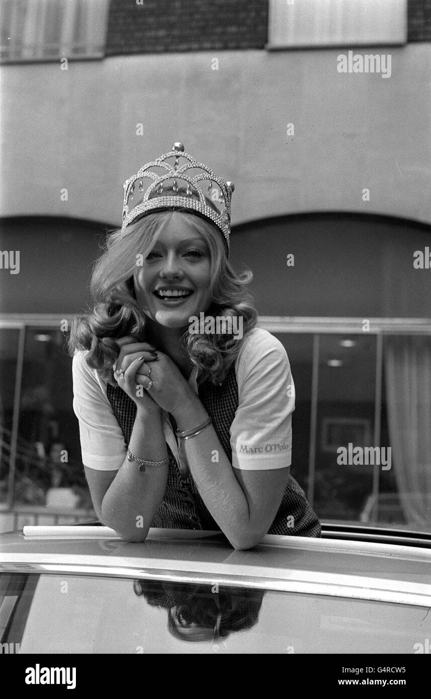 Mary Stavin Nude Photos 88