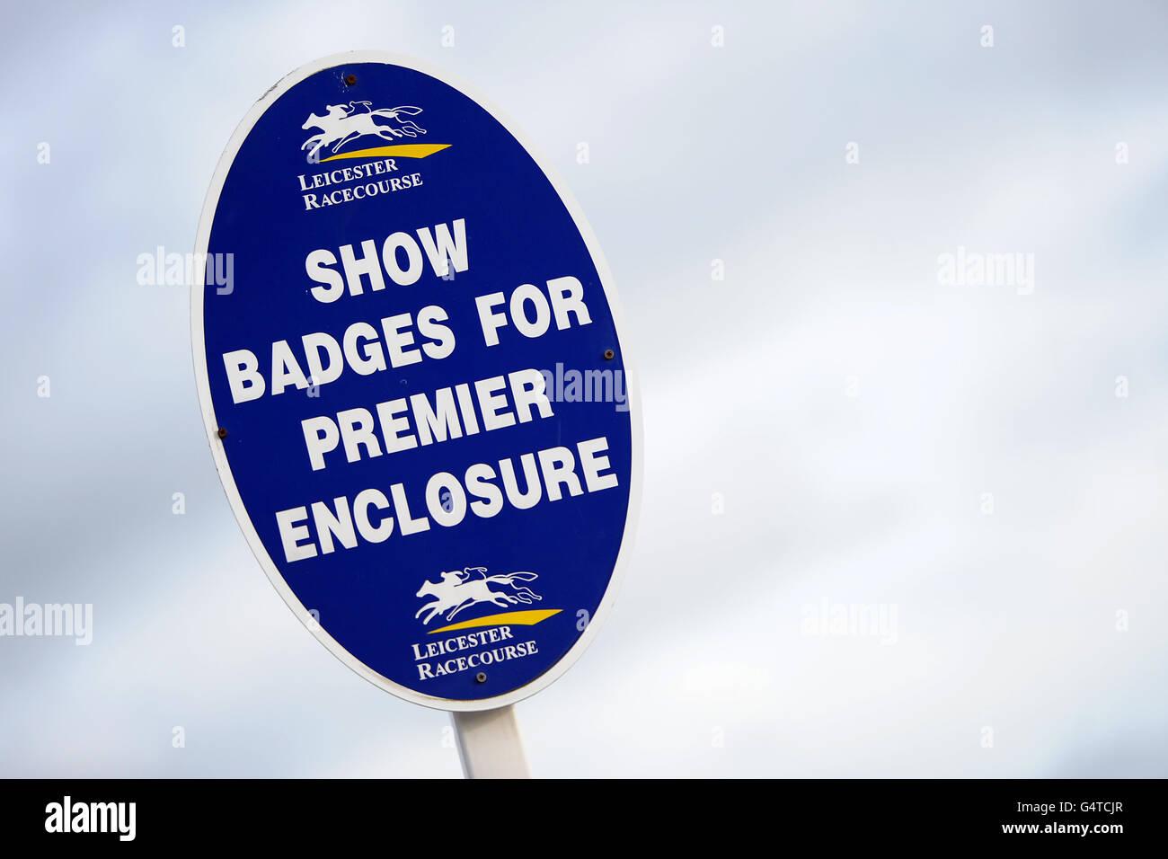 Allgemeine Ansicht eines Schilds für das Premier Enclosure bei Rennbahn Leicester Stockfoto