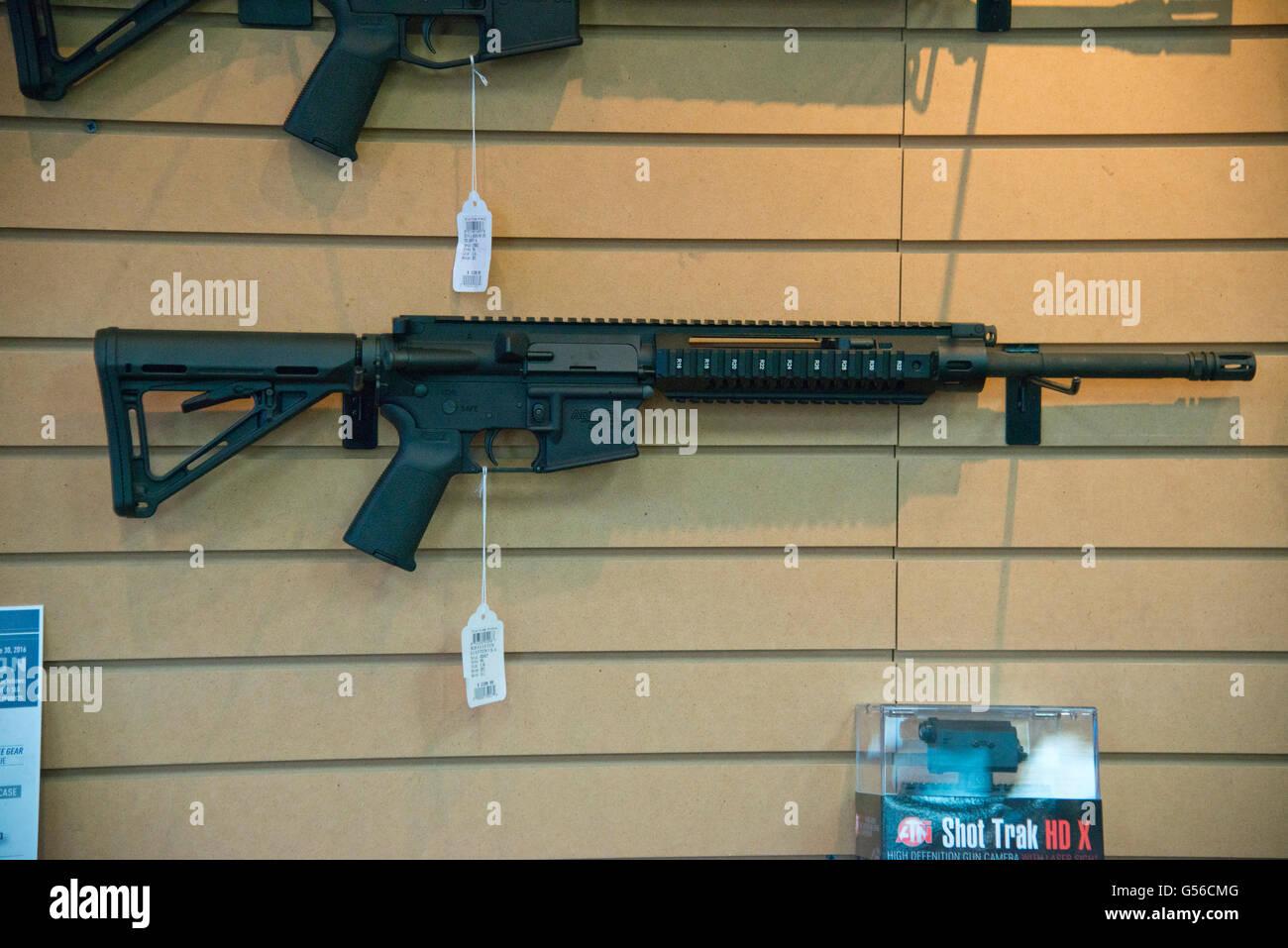 Angriff Waffe Waffen Schiessen Stockfotos Und Bilder Kaufen Alamy