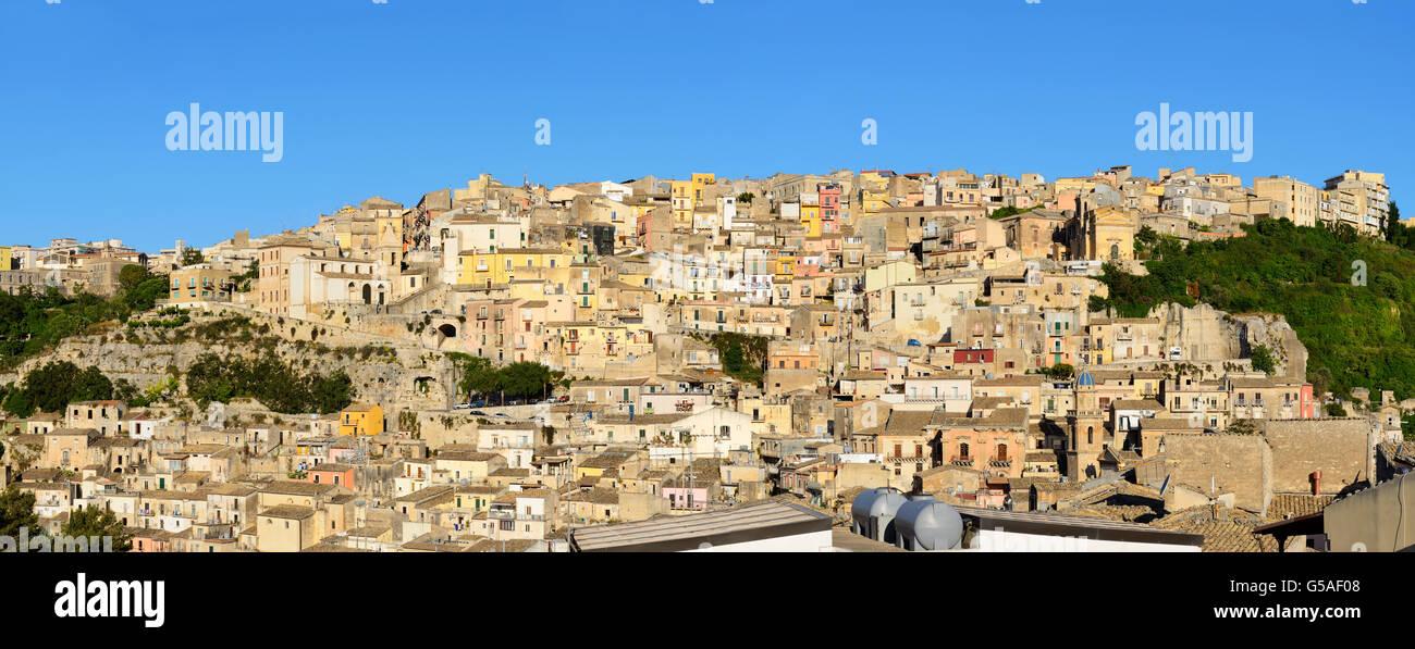 Panoramablick von Ragusa Superiore (Oberstadt) - Ragusa, Sizilien, Italien Stockbild